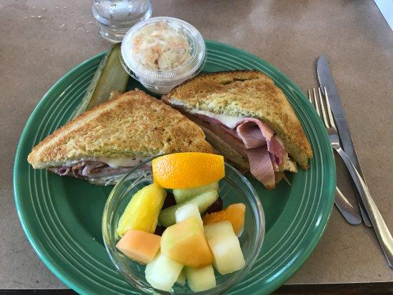 Beach Park, IL: Monte Cristo sandwich