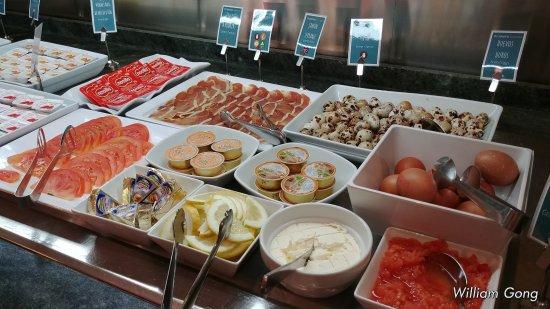 Occidental Granada: breakfast buffet