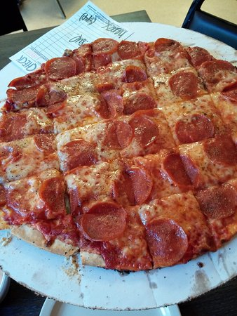 Camden, TN: Small pepperoni pizza