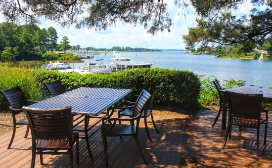 Irvington, VA: outdoor dining...