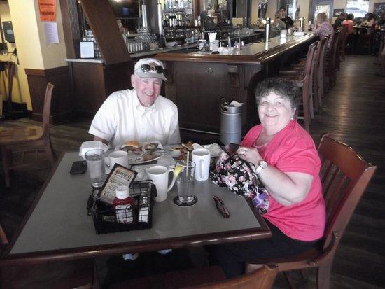 DuBois, Pensylwania: My wife and I enjoying a steak sandwich in a rustic atmosphere.