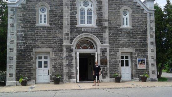 Notre-Dame-de-l'Ile-Perrot, Canadá: portique de Sainte-Jeanne-de-Chantal