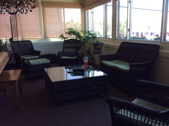 Chamberlin Inn: Open air porch