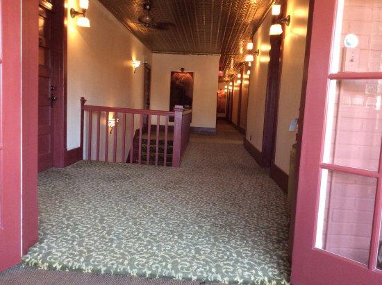 Chamberlin Inn: Second floor hallway