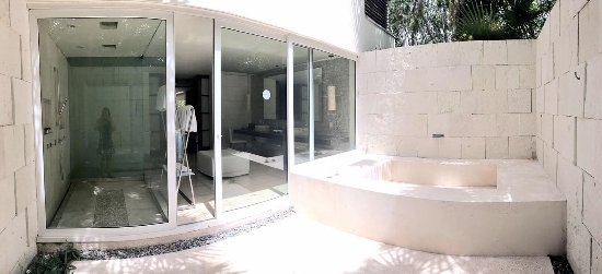 Blue Diamond Luxury Boutique Hotel: View from outside the HUGE bathroom - outdoor hot tub