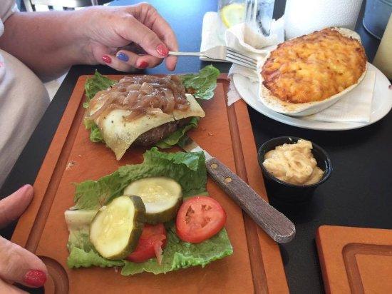 Manahawkin, NJ: Burger, MacNChz