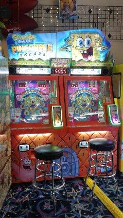 ลองบีช, วอชิงตัน: SpongeBob Squarepants Pineapple! Collect all 9 character cards and win 5000 tickets!