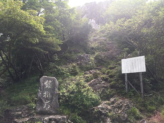 Ominesanji Temple: 鐘掛岩の行場