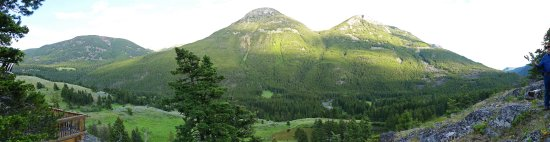 Hawley Mountain Guest Ranch: Panorama of surrounding Mountains
