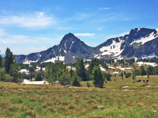 Hawley Mountain Guest Ranch: Mountain top views & snow in July!
