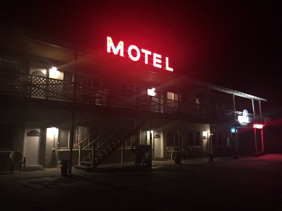 Gull Lake Lodge: Motel Sign at Night