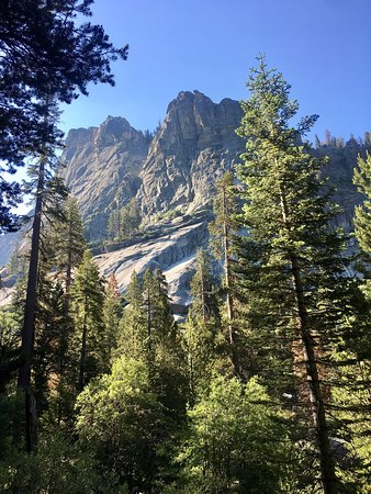 Three Rivers, CA: Gorgeous hike! Must do if you're visiting The Sequoias!
