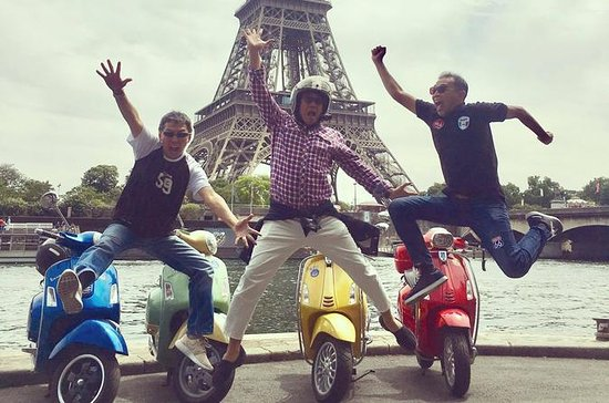 3.5-Hour Private Paris Guided Vespa...