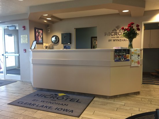 Clear Lake, IA: Reception desk