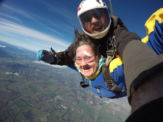 Yering, Αυστραλία: Having a blast Skydiving over the Yarra Valley.