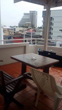 Tong-Mee House: Roof top Terrace i stay for three nite this place is a bits ran down but if u wan quit n private