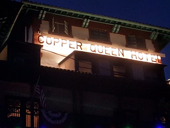 Copper Queen Hotel: Copper Queen at night