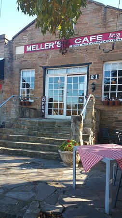 Mellers of Auburn Cafe and Accommodation : Welcoming Mellers Cafe