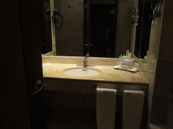 IBEROSTAR Paraiso Del Mar: The bathroom