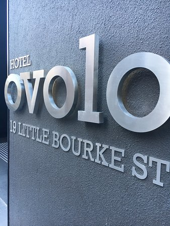 Ovolo Laneways: entry to the hotel