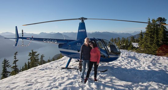 Campbell River, Kanada: A mountaintop landing with the R44