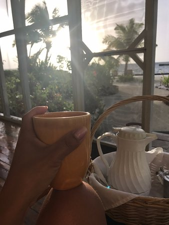 Turneffe Island, Belice: Coffee delivery on front porch as sun rises