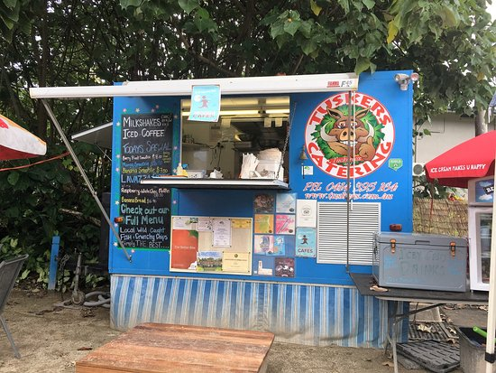 Mission Beach, Australia: Out of this little van comes the tastiest food!