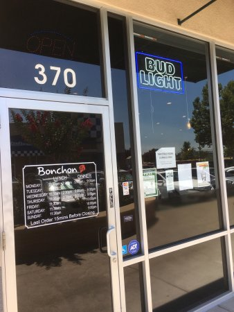 Elk Grove, Californië: Signature dishes and menu as well as exterior and interior