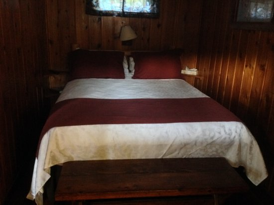 Hungry Horse, MT: One of the beds in the cabin
