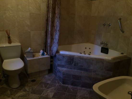 Jacuzzi Bath Shower Picture Of Windradyne Boutique Katoomba