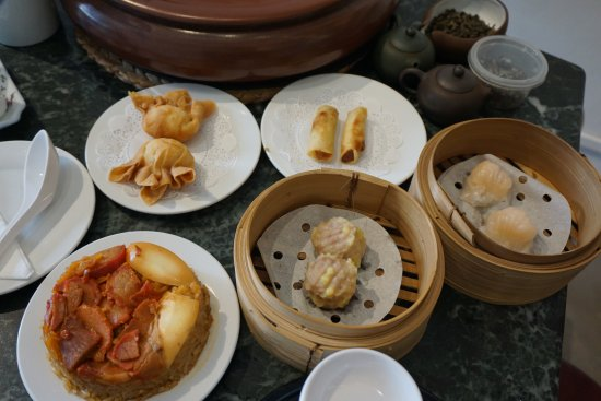 Yixing Xuan Teahouse : You can enjoy the food with tea.