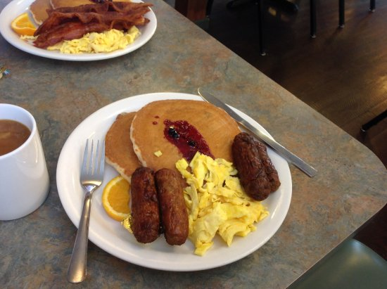 Hungry Horse, MT: Pancakes with Sausage