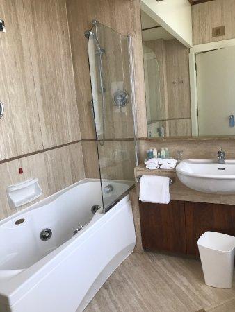 Grand Hotel Vesuvio : Junior Suite Seaview. Bathroom