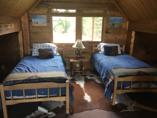 Bonanza Creek Guest Ranch: Loft bedroom in Cowboy Cabin