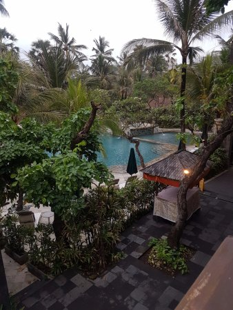 Legian Beach Hotel: View of pool from the dining area