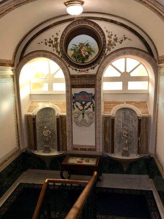Grand Hotel Excelsior Vittoria : Main staircase