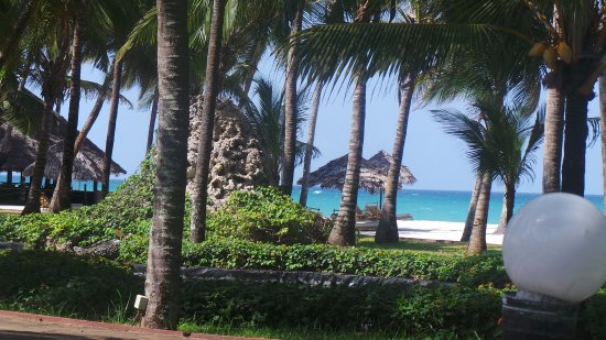 Diani Reef Beach Resort & Spa: view from pool area