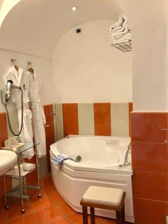 Santa Caterina Hotel: Deluxe Double. Bathroom