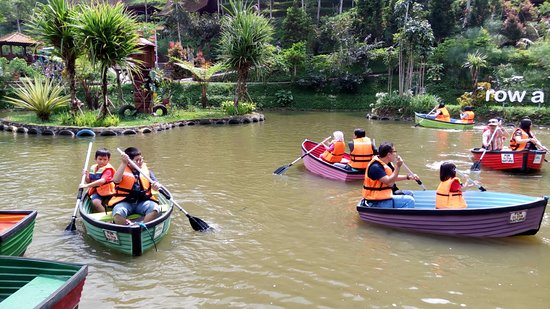 Rowing Boat Picture Of Dago Dreampark Lembang Tripadvisor