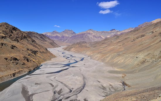 Spiti Valley: On the way to chandrataal (2 years old pic)