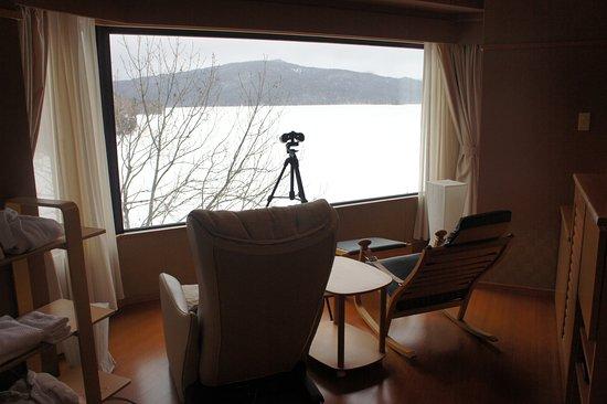 Akan Lake : 阿寒湖鶴雅遊久之里。房號583,房型「露天風呂付和室2名様」