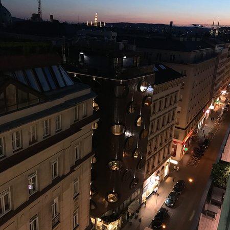 Hotel Topazz: Vista del Topazi dal rooftop dell'albergo di fronte