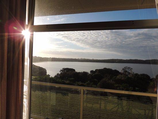 Lakeview Motel: 樓上窗外的清晨