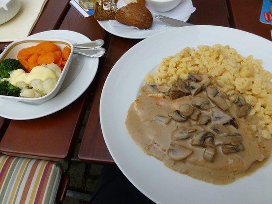 Gasthof Alte Post: Schnitzel mit Spätzle und frischem Gemüse