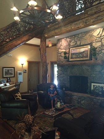 The Esmeralda Inn-bild