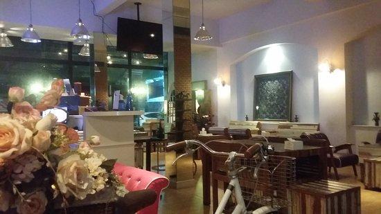 Jatujak Gallery & Restaurant : 20170710_210140_large.jpg