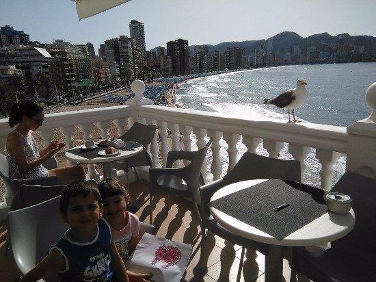 RH Hotel Canfali: aqui se puede desayunar cada dia. Y durante el dia sentarse para tomarte un heladito.