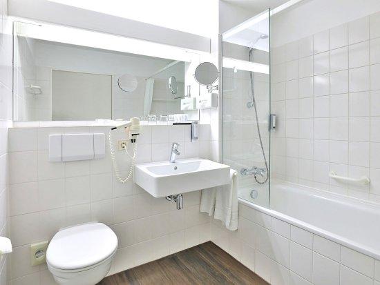 Unterschleissheim, Germany: Bad Standard-Zimmer