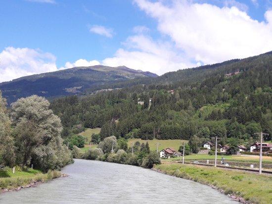 Berg Im Drautal, Austria: Vanaf de brug