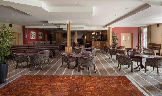Castlebar, Irland: Woods Suite (Hotel Bar)